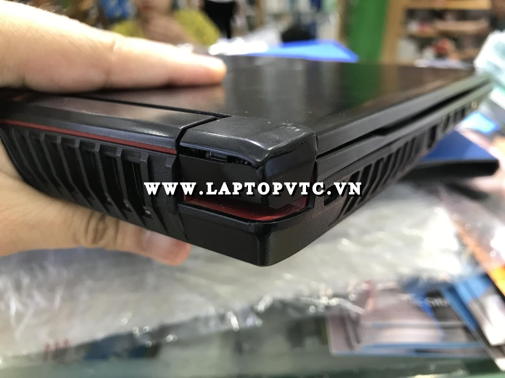 Tân Trang Vỏ Bản Lề Laptop MSI